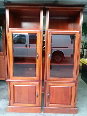 BEAUTIFUL TOWERS IN MAHOGANY COLOR $80 each for Sale in Baldwin Park, CA
