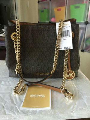 NWT Michael Kors purse for Sale in Lincoln Acres, CA