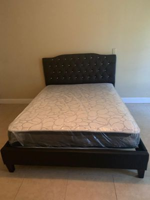 Queen Bed Frame with Mattress included ( Cama con Colchón) for Sale in Miami, FL