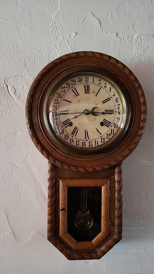 Antique clock for Sale in Saint Petersburg, FL