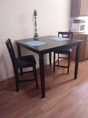 Gorgeous Hightop Dining Table & 2 Chairs for Sale in San Angelo, TX