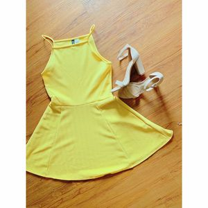 H&M Yellow Circle Dress for Sale in Puyallup, WA