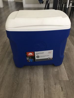 Igloo Contour Cooler - 30 quart size for Sale in Los Angeles, CA