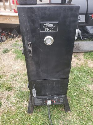 Charcoal and propane smoker for Sale in Harrisonburg, VA