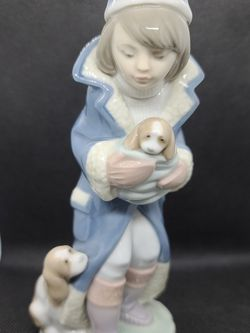 """Lladro Figurine 6019 """"Fridays Child"""" for Sale in Oregon City,  OR"""