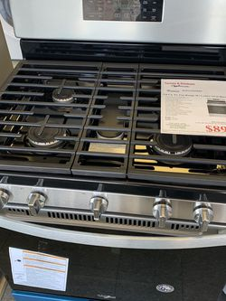Whirlpool Gas Range for Sale in Maple Heights,  OH
