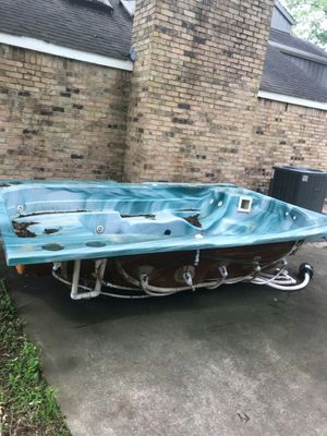 Free hot tub!! for Sale in Baytown, TX