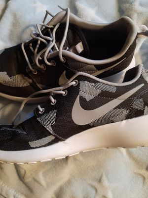 Camoflage Nike Roche running shoes. Worn 1 time. Women's size 8 for Sale in South Salt Lake, UT