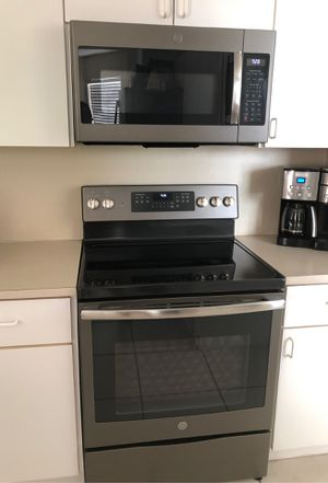 GE RANGE AND MICROWAVE OVEN for Sale in Davie, FL