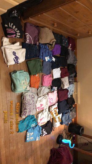 Medium in women/ size 2 pants for Sale in Racine, WI