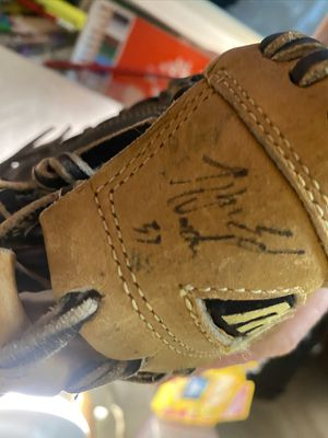 Autographed Baseball Glove for Sale in Thomasville, NC