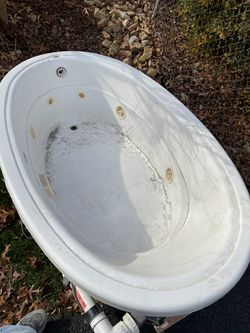 Hot Tub Works Perfect for Sale in Silver Spring,  MD