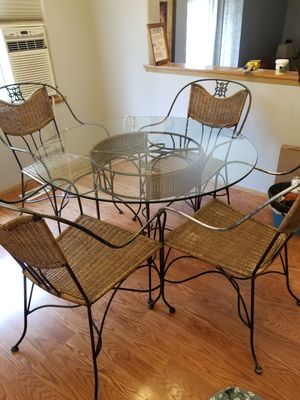 Nice wicker kitchen table and 4 chairs for Sale in Puyallup, WA