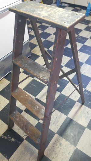 4 foot ladder for Sale in Nahant, MA