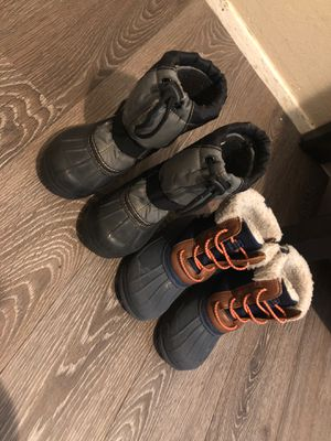 Kid snow boots size 9 for Sale in Aurora, CO