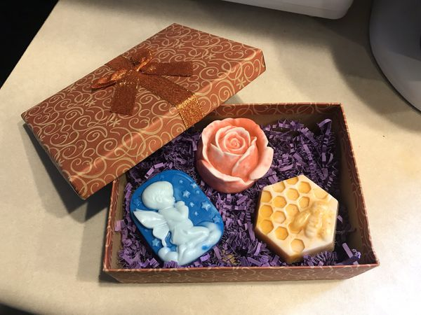 Handmade SOAP gift box $15 only Great Healthy soap!