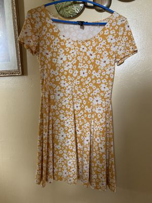 Yellow flowery dress for Sale in Chicago, IL