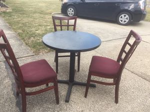 Table and chairs for Sale in Parma, OH