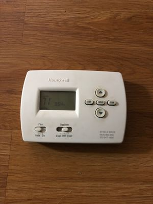 Thermostat Honeywell Inc. TH4110D1007 - 1 HEAT1 COOL for Sale in Parker, CO