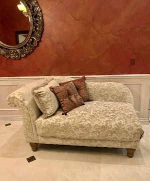 Sofa Chaise Longue Couch for Sale in Davie, FL