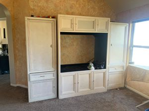"""Gorgeous Cedar Wood TV Set for TV's 65"""" and Below for Sale in Katy, TX"""
