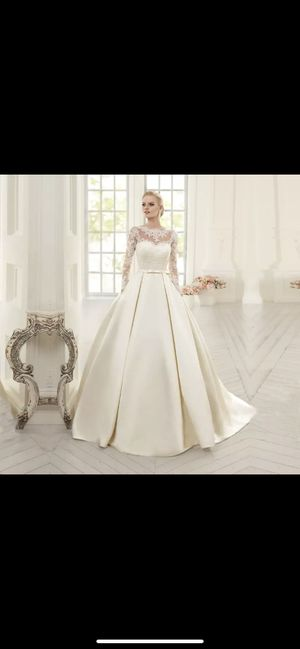 Wedding dress size 2 satin for Sale in Anaheim, CA