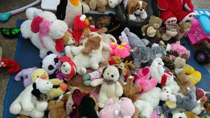Tons of stuffed animals@ 5☆ family thrift stores for Sale in Houston, TX