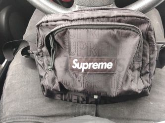 SUPREME SHOULDER/CHEST BAG **AUTHENTIC** for Sale in Bremerton,  WA