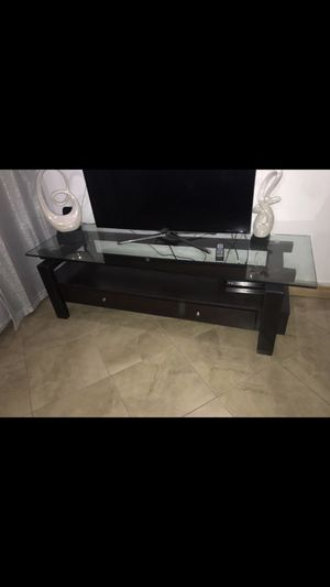 Leather couch for Sale in Hialeah, FL