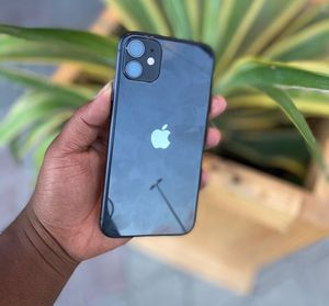 iPhone 11 plain for Sale in San Francisco, CA