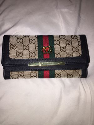 Gucci wallet for Sale in Duluth, GA