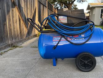 4 HP 30 Gal Air Compressor for Sale in Felton,  CA