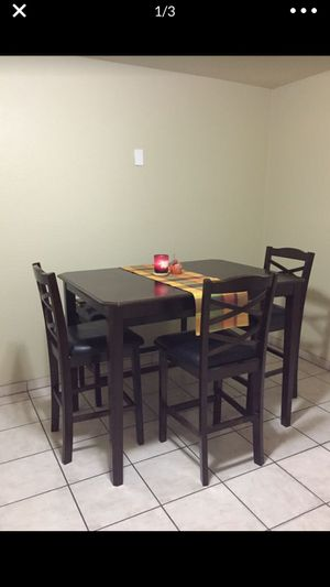 Tall Dining room table with 3 chairs & long bench great condition for Sale in Fresno, CA