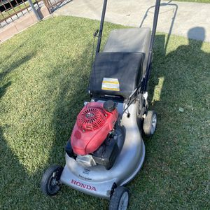 Honda lawnmower Hrr216 for Sale in Bell Gardens, CA