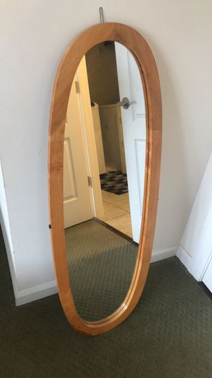 Nice oval shaped mirror for Sale in Manassas, VA