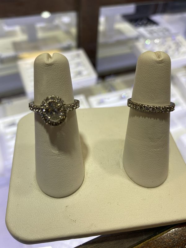 2CTTW certified Diamond engagement ring and Wedding band set