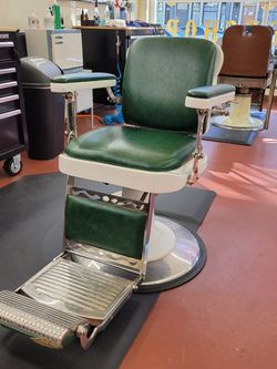 Barber Chair Works Great for Sale in Portland,  OR