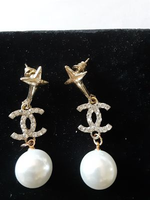 Beautiful Gold CC inspired with Pearl's lead and Nickel free Earrings for Sale in Ontario, CA