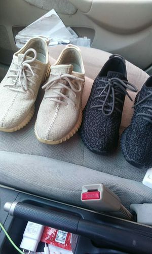 Oxrord tan and pirate black yeezy for Sale in Detroit, MI