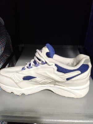 Reebok shoes size(7) for Sale in Dearborn, MI