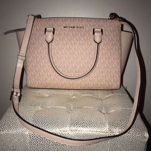 Michael kors purse for Sale in San Diego, CA