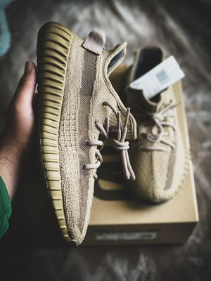 Yeezy earth size 7 DS for Sale in Salinas, CA