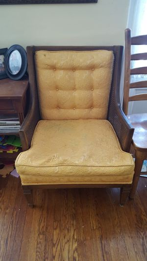 Antique chair in need of reapulstering for Sale in Cleveland, OH