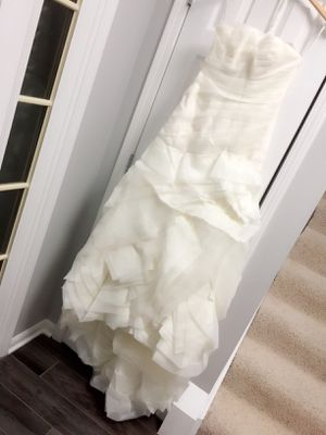 White by Vera Wang - Ivory Organza Strapless Wedding Dress Size 4 for Sale in Willowbrook, IL