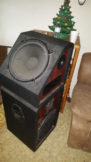 "2 Pro studio 2 × 15"" home audio speakers for Sale in Crandall, TX"