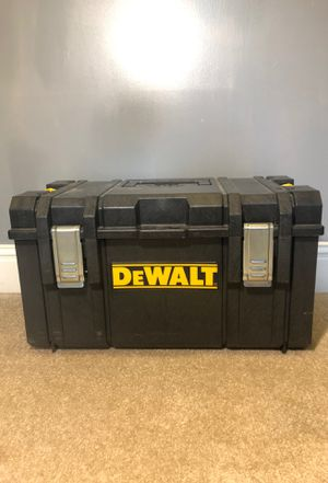 DEWALT Medium tool box for Sale in Kennesaw, GA