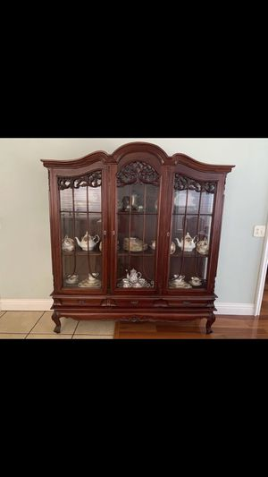 Antique china cabinet Chippendale mahogany finish with three shelves and three drawers for Sale in La Habra Heights, CA