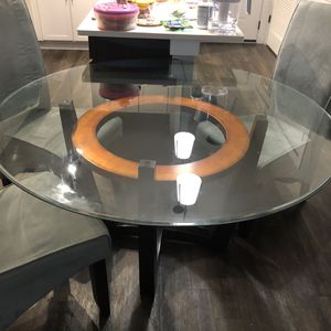 Table and chairs for Sale in Atlanta, GA