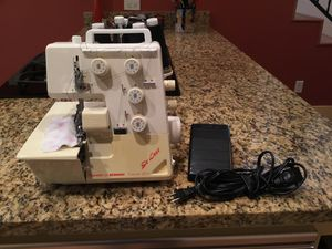 Reduced! Bernette for Bernina FunLock Deluxe 007D 4-Spool Serger Sewing Machine w/Tapestry Carry Bag Foot Pedal Extra Thread for Sale in Austin, TX