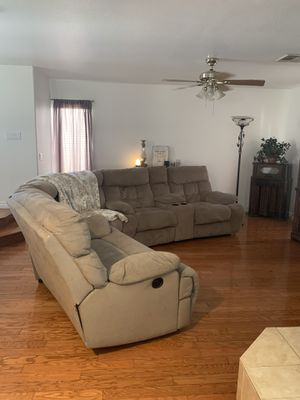 Grey couch sectional for Sale in Las Vegas, NV